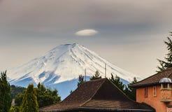 Fuji San i molnig himmel, det Fuji berget är det mest berömda berget i Japan royaltyfria foton