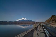 Fuji wulkan Japan formy kawaguchiko brzeg jeziora obraz stock