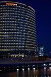 Fuji Xerox högkvarter i Yokohama, Japan på natten Royaltyfri Fotografi