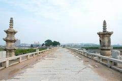 FUJIAN, CHINA - 29 de diciembre de 2015: Puente de Luoyang un S histórico famoso Foto de archivo
