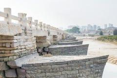 FUJIAN, CHINE - 29 décembre 2015 : Pont de Luoyang un S historique célèbre Image stock