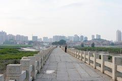 FUJIAN, CHINE - 29 décembre 2015 : Pont de Luoyang un S historique célèbre Photographie stock