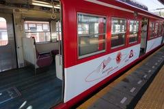 Fujikyu train de 1200 séries dans le chemin de fer de Matterhorn, Kawaguchiko, Ja Image libre de droits