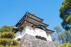 Fujimi-yagura (la Fuji-vue de Mt gardent), palais impérial la tour en acier de Tokyo d'élévation résidentielle moderne élevée en  Images libres de droits