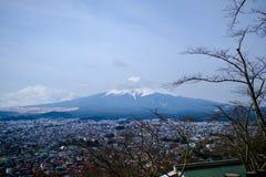 Fujisan под взглядом облачного неба от озера Kawaguchi Стоковое Фото
