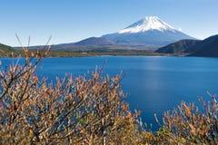 Fujisan bij Meer Motosu Royalty-vrije Stock Fotografie
