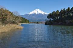 Fujisan bij Meer Tanuki Stock Afbeeldingen