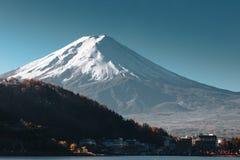 Fujisan, il monte Fuji è il più alta montagna nel Giappone con l'autunno Immagini Stock
