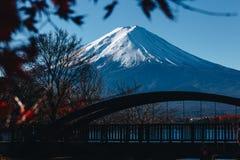 Fujisan, il monte Fuji è il più alta montagna nel Giappone con l'autunno Immagine Stock