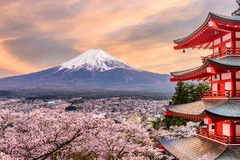 Fujiyoshida, Giappone alla pagoda di Chureito fotografia stock libera da diritti