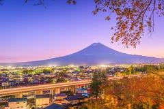 Fujiyoshida, Japonia miasteczka linia horyzontu zdjęcie royalty free