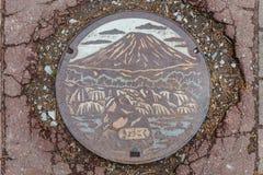 Fukidashi公园日本钢街道管子盖帽在北海道,日本 库存照片
