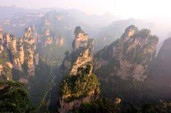 Fukta stenberget på zhangjiajie royaltyfri fotografi