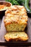 Fuktigt bröd för grönsakäggzucchini arkivbild