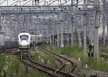 30 08 Fukuoka 2015 japão Trem expresso pela estrada de ferro Compa de Kyushu Fotos de Stock Royalty Free