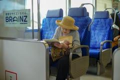 Fukuoka, Japan: 30 augustus, 2016 - Portret van oudere vrouwenreizen alleen door trein stock foto's