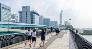 Fukuoka, Japan - 30. Juni 2014: Japanische hohe Schüler ru Lizenzfreies Stockfoto