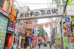 Fukuoka Japan - Juni 30, 2014: Nishijin shoppingområde royaltyfri foto
