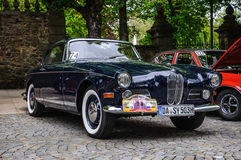 FULDA, DEUTSCHLAND - MAI 2013: Retro- Auto Coupés BMWs 503 auf MAI 9, 201 Lizenzfreie Stockfotos