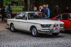 FULDA, DEUTSCHLAND - MAI 2013: Retro- Auto 2000 DES BMW-CS-Coupés auf MAI 9, Lizenzfreie Stockfotos