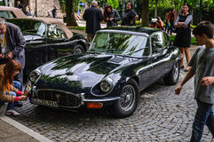 FULDA, DEUTSCHLAND - MAI 2013: Retro- Auto E-artigen Coupés Jaguars auf MAI Lizenzfreie Stockfotografie