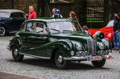 FULDA, DEUTSCHLAND - MAI 2013: Retro- Luxusauto O 502 Polizisten BMWs 501 Lizenzfreie Stockbilder