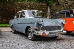 FULDA, DEUTSCHLAND - MAI 2013: Retro- Luxusauto Opels Kapitan auf MAI Lizenzfreie Stockfotos