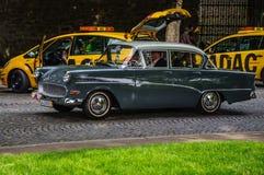 FULDA, DEUTSCHLAND - MAI 2013: Retro- Luxusauto Opels Kapitan auf MAI Lizenzfreie Stockfotografie