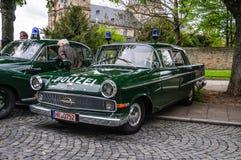 FULDA, DEUTSCHLAND - MAI 2013: Retro- Luxusauto Polizei Opels Kapitan Lizenzfreie Stockbilder
