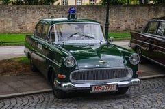 FULDA, DEUTSCHLAND - MAI 2013: Retro- Luxusauto Polizei Opels Kapitan Lizenzfreie Stockfotografie