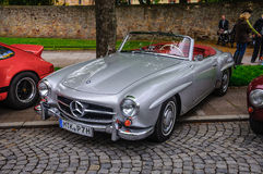 FULDA, GERMANIA - MAI 2013: Automobile scoperta a due posti r di cabrio di Mercedes-Benz 300SL Immagini Stock