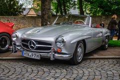 FULDA, GERMANIA - MAI 2013: Automobile scoperta a due posti r di cabrio di Mercedes-Benz 300SL Immagini Stock Libere da Diritti
