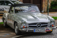 FULDA, GERMANIA - MAI 2013: Automobile scoperta a due posti r di cabrio di Mercedes-Benz 300SL Fotografia Stock Libera da Diritti