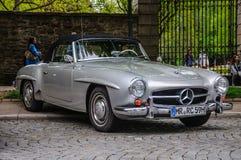 FULDA TYSKLAND - MAI 2013: Mercedes-Benz 300SL cabrioroadster r royaltyfri fotografi
