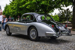 FULDA TYSKLAND - MAI 2013: Nolla för bil för Jaguar XK150 sportkupé retro royaltyfria bilder