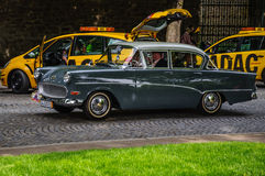 FULDA TYSKLAND - MAI 2013: Opel Kapitan lyxig retro bil på Mai royaltyfri fotografi