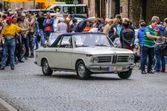FULDA TYSKLAND - MAI 2013: Retro bil 1800 för BMW cabrio på Mai 9, 2 Arkivbilder