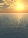 Fulgor alaranjado sobre o mar calmo Fotografia de Stock Royalty Free