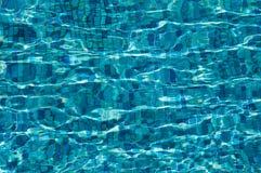 Fulgor de Sun en el agua clara imagenes de archivo