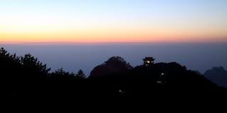 Fulgor do por do sol na parte superior da montanha Fotografia de Stock