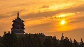 Fulgor do por do sol no pagode de Leifeng fotos de stock royalty free
