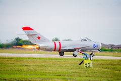 Full Afterburner Mig-17 på start Arkivbild
