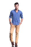 Full body picture of a young casual man Royalty Free Stock Photos