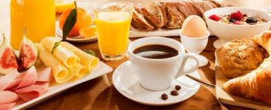 Full frukost på tabellen Fotografering för Bildbyråer
