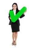 Full längd av för kontrollfläck för affärskvinna det hållande tecknet Royaltyfri Foto