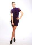 Full längdstående av den härliga modemodellen royaltyfri bild