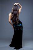 Härlig orientalisk dansare med långt hår Arkivfoton