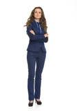 Full längdstående av den säkra affärskvinnan Royaltyfri Bild