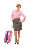 Full längdstående av en affärskvinna i exponeringsglas i affär Arkivfoton