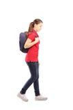 Full längdstående av en ledsen skolflicka med gå för påse Arkivbild